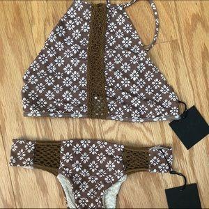 NWT acacia swimwear daisy block set